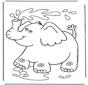 Слон брызгается